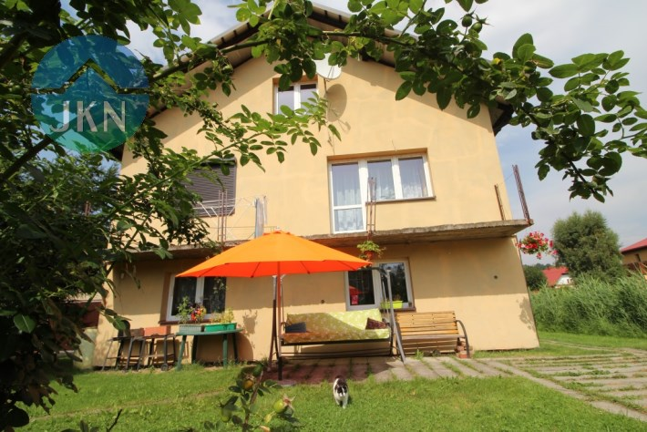 Trzykondygnacyjny dom na sprzedaż w Wieprzu